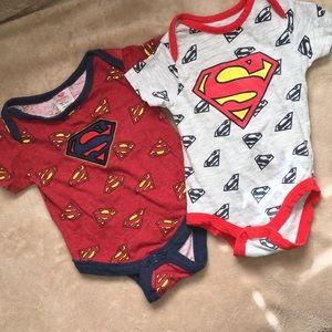 💰5/$25💰 Two Superman Onesies EUC